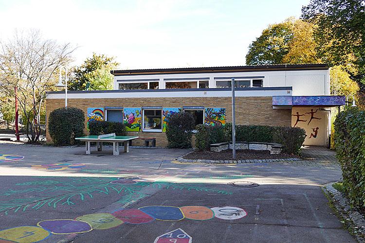 FGS Schulhof mit Gymnastikhalle